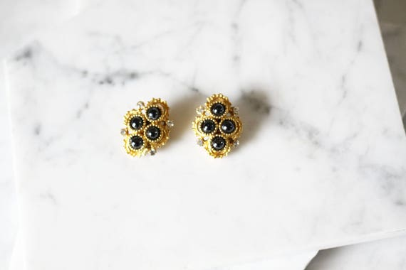 1980s gold clip on earrings // 1980s circle earrings // vintage earrings