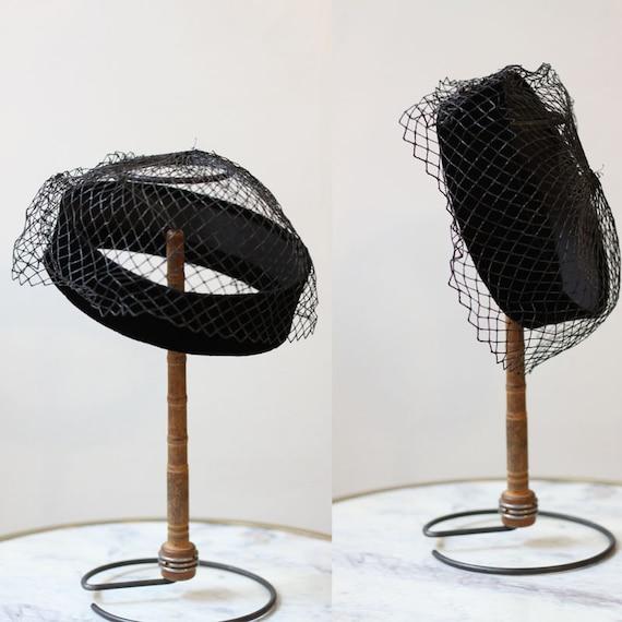 1950s black veil hat // 1950s black veil // vintage black veil