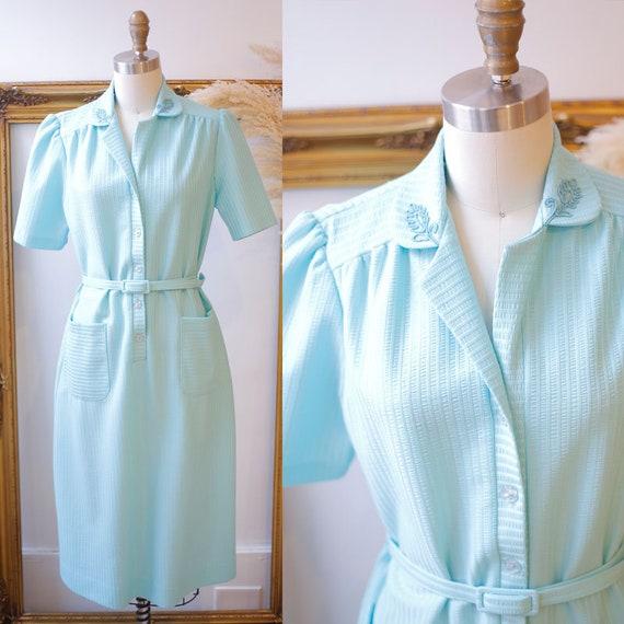1970s light green dress // 1970s shirt dress // vintage dress