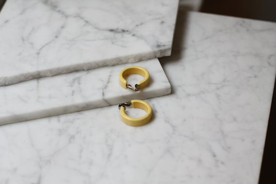 1960s yellow hoop earrings // 1960s earrings // vintage earrings