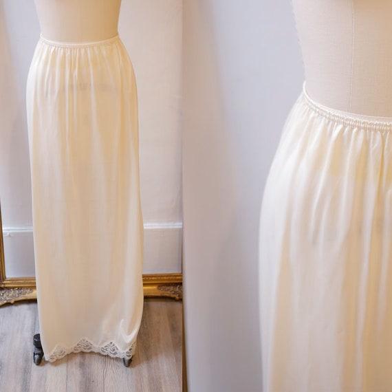 1960s satin slip skirt //1960s slip // vintage skirt