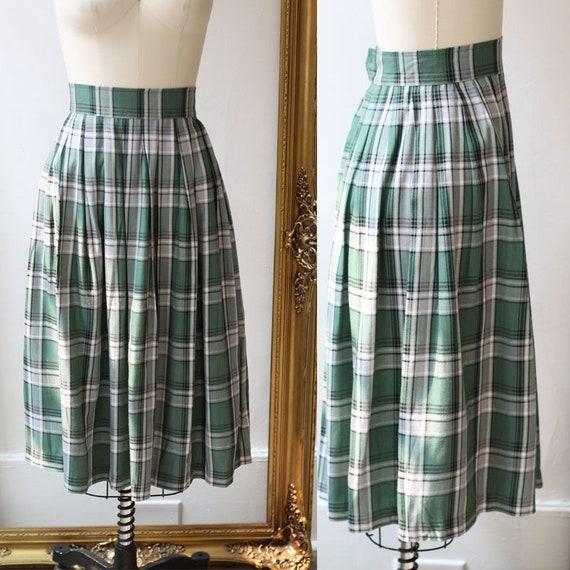 1970s plaid pleated skirt // gree plaid skirt // vintage skirt