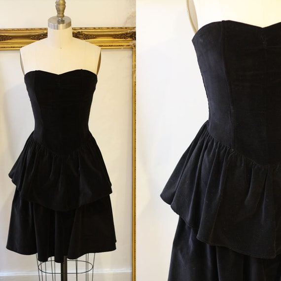 1980s black velvet mini dress // velvet mini dress
