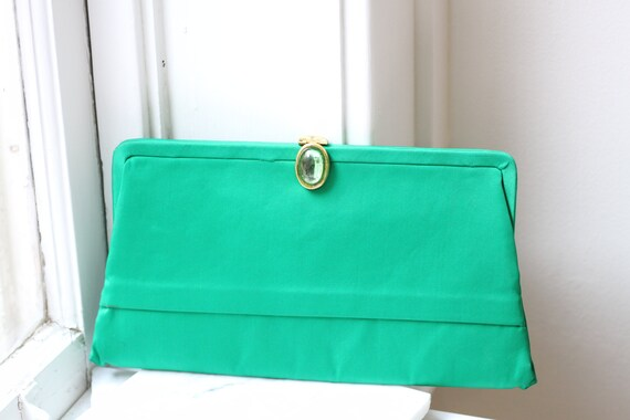 1960s emerald green cocktail clutch // 1960s evening clutch // vintage purse