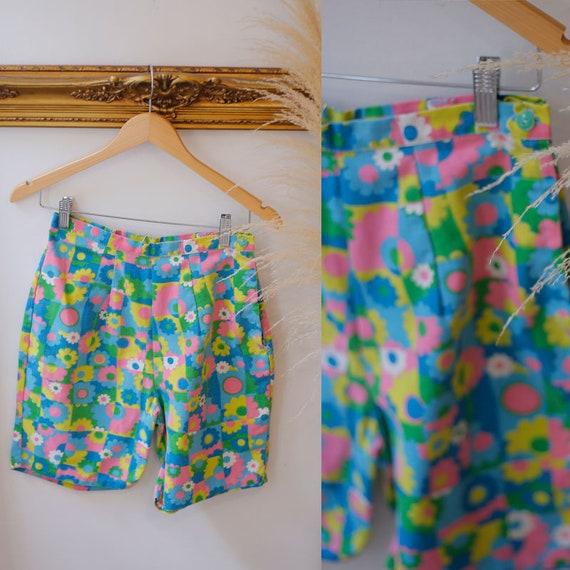 1950s floral shorts //1950s floral shorts // 1950s shorts