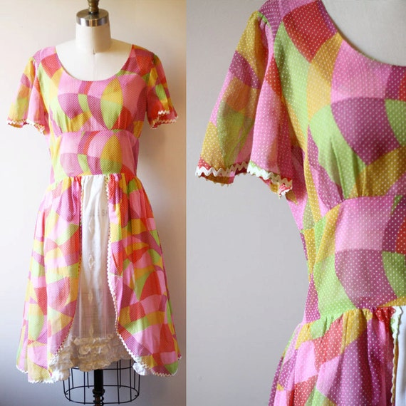 1950s circle print dress // 1950s swiss dot dress // vintage dress