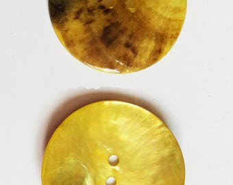 4 35mm yellow Pearl buttons
