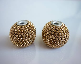 2 gold metal beads and resin 20mm