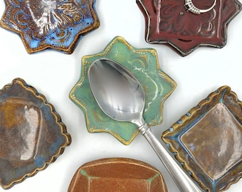 Vintage Collectible SpoonEnameled Kangaroo Australia Medallion Tea SpoonStuart Silverplate SpoonOrnate Figural HandleMade in Australia
