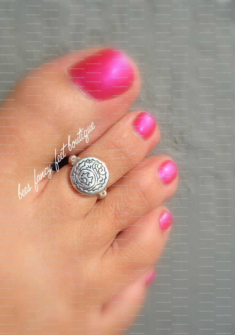 Silver Tone Tribal Windwave Coin Stretch Bead Toe Ring image 0