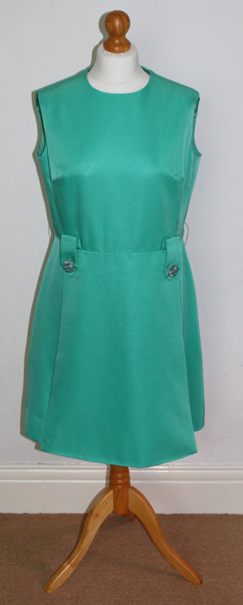 ed415ece0a6 Très chic classique des années 1960 Petite Francaise robe de