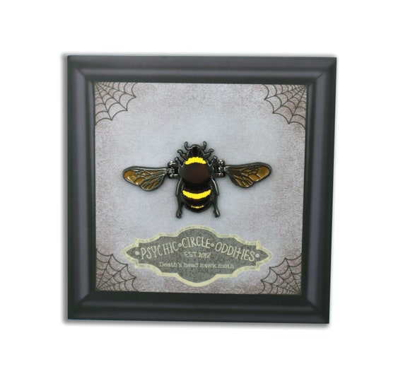 MOVING WINGS- Hard enamel bee pin!