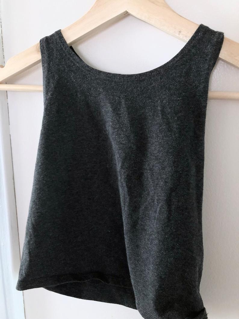 Casual 90s Minimalist-Style Solid Dark Grey Halter Crop Top
