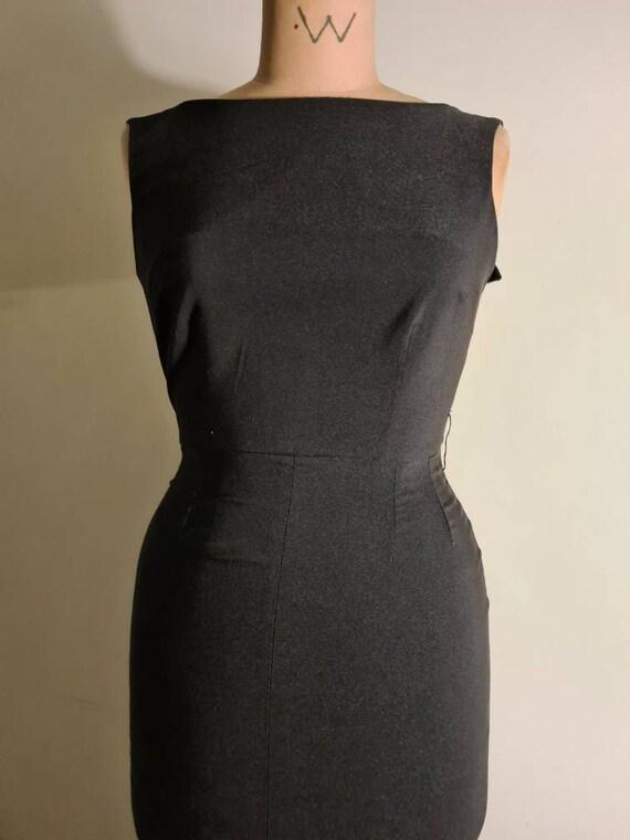 50s inspired wiggle dress - image 4