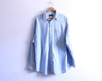 Minimal Classic 90s Chambray Shirt