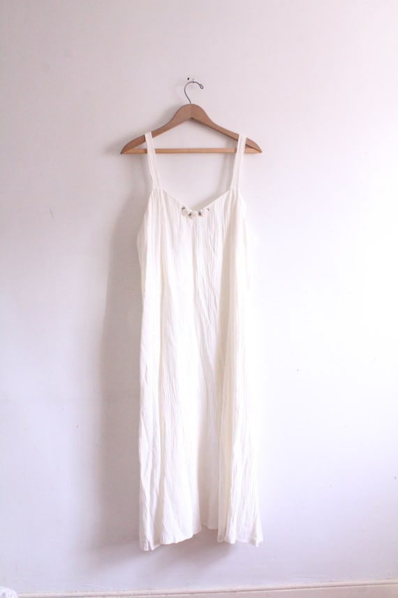 Pretty White Flower 90s Maxi Dress