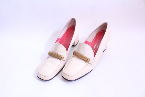 Cream Chained Detail Block Heel Loafer