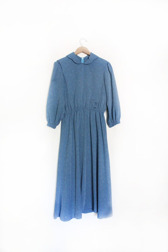 Simple Amish Lady Country Dress
