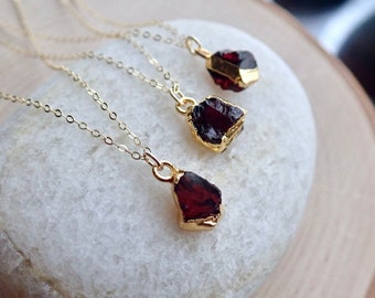 Raw Garnet Necklace,Garnet Necklace,Garnet Jewelry,Birthstone Necklace Gift, Handmade Jewelry,Gold Edge Gemstone Necklace,January Birthstone