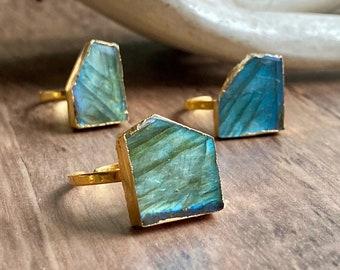 Gemstone Statement Ring, Labradorite Ring, Blue Flash Labradorite Ring, Raw Stone Jewelry, Labradorite Jewelry, Gold Labradorite Ring