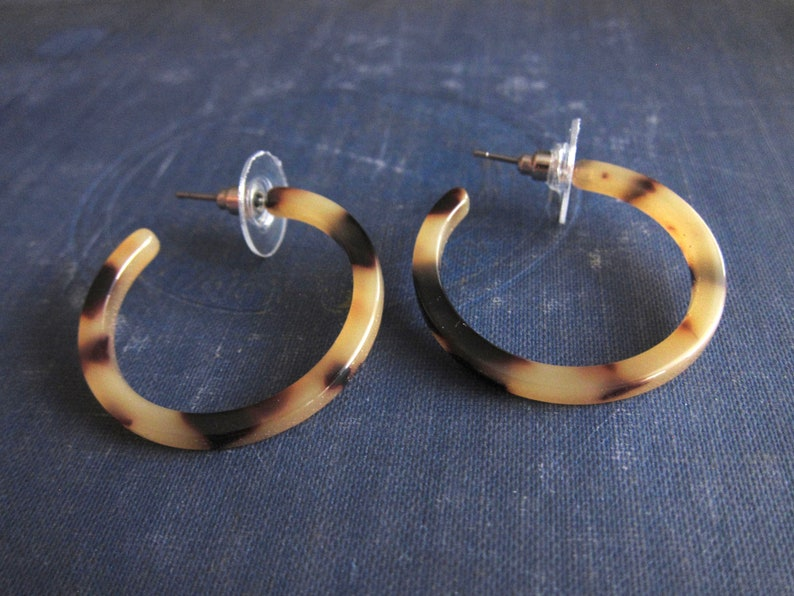 Small Tortoise Shell Hoop Earrings,Classic Blonde Tortoise Shell Hoops,Minimalist Acetate Hoops,Resin Hoops,Mothers Day Gift,Bridesmaid Gift