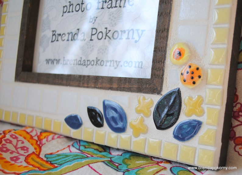 Happy Hummingbird in a Yellow Garden Mosaic 4 x 6 Photo Frame  MOF1289