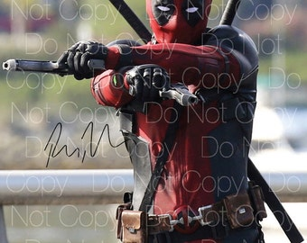 Deadpool signed Ryan Reynolds 8X10 photo picture poster autograph RP