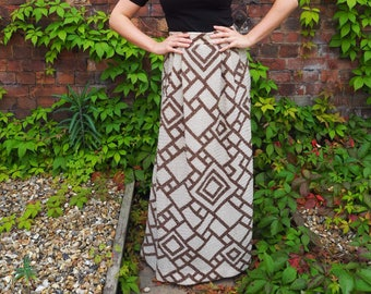 70s wool maxi skirt / Brown and cream maxi skirt / 70s skirt / Long skirt / Geometric pattern skirt / Size 8 maxi skirt / Wool skirt