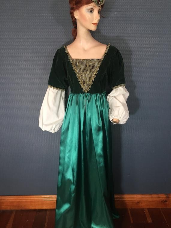 Renaissance Juliet Costume. Forest green