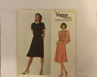 Vogue 2902 American Designer Misses' Dress Sewing Pattern by Albert Nipon size 14 factory folded