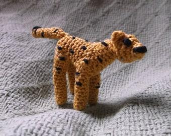 miniature cheetah, micro crochet cheetah, small crochet cheetah amigurumi, ready to ship