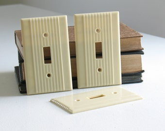 Vintage Bakelite Switch Plate Covers / Ivory Cream Art Deco single Light Switch Cover ribbed smoothie old house parts
