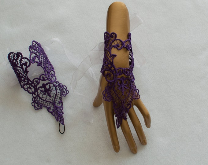 Purple Lace Gloves, Alternative Bridal Gloves , Purple Fingerless Gloves, Wedding Lace Gloves , Violet Party Gloves, Victoian Lace Cuffs