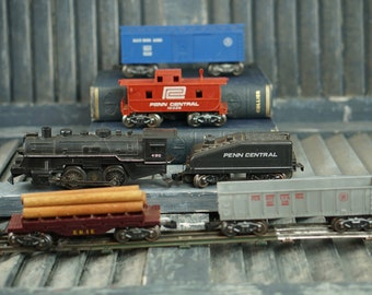 Set Of 6 Marx Train And 12 Tracks Post War MidCentury Industrial Retro USA