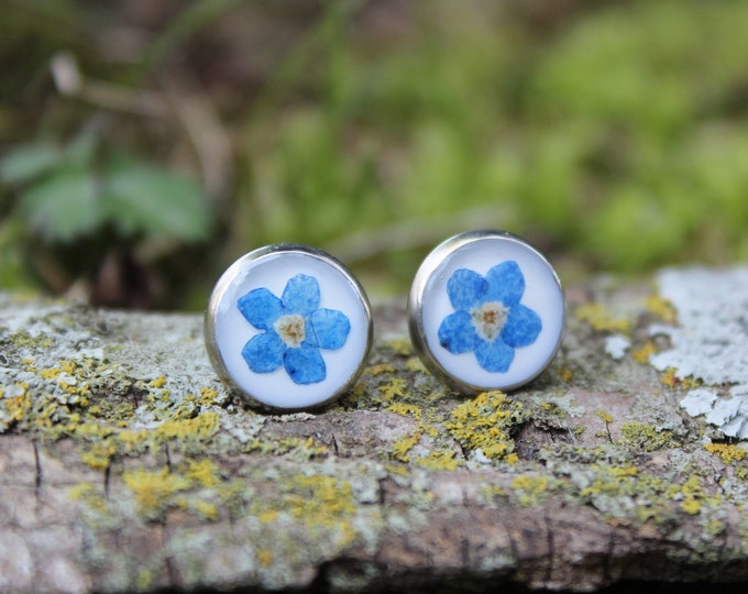 Small Circle Forget Me Not Earrings