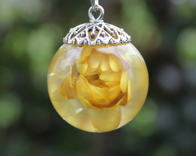 Large Yellow Strawflower Necklace
