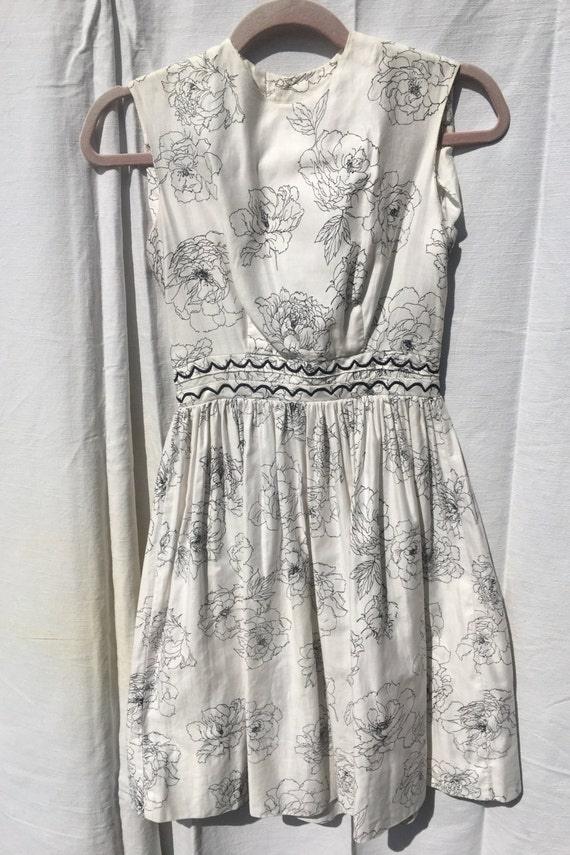 1950s White and Black Flower Sundress - image 1