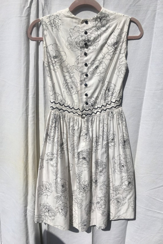 1950s White and Black Flower Sundress - image 2