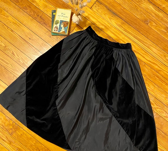 Vintage 1950s Velvet and Satin Full Skirt - Beauti