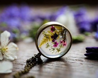 Real wildflower necklace , floating locket, resin jewelry, plant pendant , nature jewellery , botanical jewellery, made in ireland