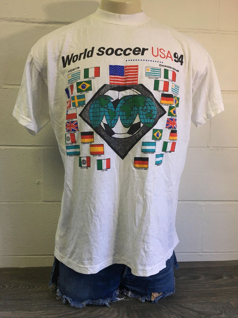 b24e3a982a1 WORLD Soccer 1994 T-shirt Vintage Sports Countries Shirt Italy
