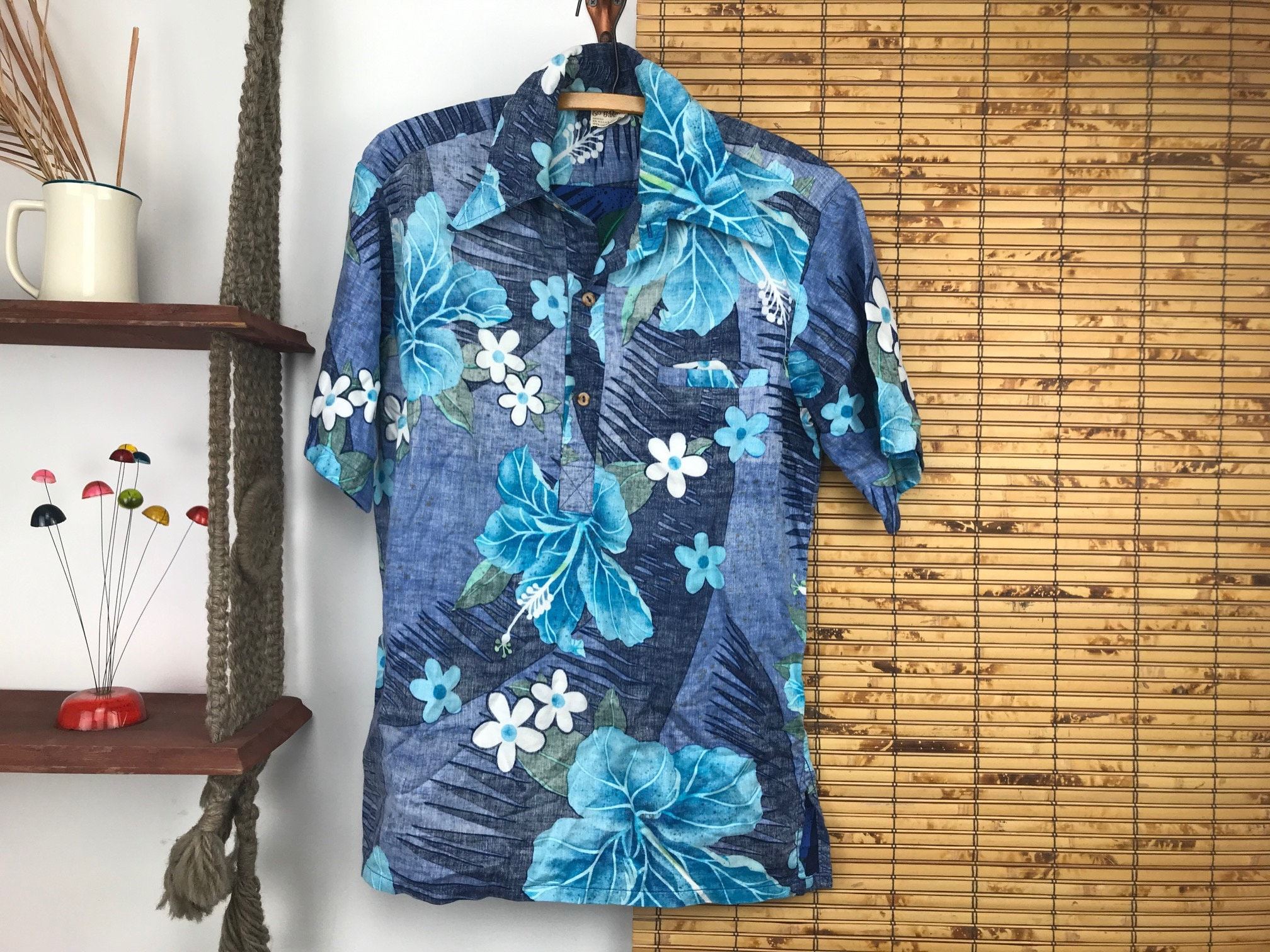 1970s Mens Shirt Styles – Vintage 70s Shirts for Guys 70S Hawaiian Shirt Go Barefoot Mens Size Medium Short Sleeve Collared Reverse Print Tropical Floral Cotton Summer Wood Button $0.00 AT vintagedancer.com