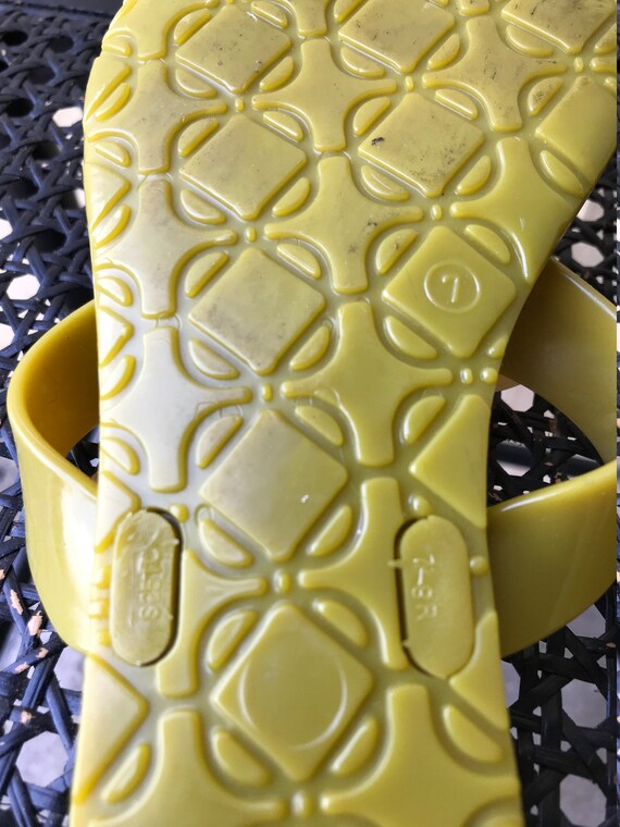 90s 2000s Nine West Jelly Sandals Green Yellow Fl… - image 9