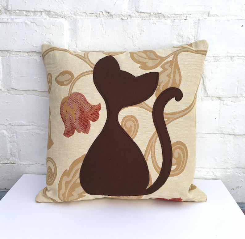 Poduszka Cat Brown Ręczna Aplikacja Kot Poduszki Brązowy I Beżowy Kwiatowy Poduszka Z Cat Design Kot Decor Prezent Dla Miłośników Kotów