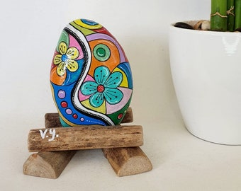 Flower design hand painted on stone, flower decorations, flowers art, painted rocks