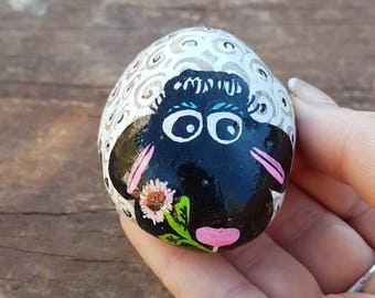 Pebble art, white Sheep, rock art, sheep art, Home Decor, Painted stone, Gift for her, personal gift,paperweight, unique gift for her