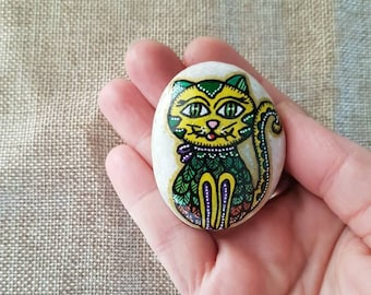 Cute cat magnet, cat magnet, refrigerator magnet, fridge magnet, stone magnet, rock magnet, painted rocks, kitchen decor,office decor,yellow