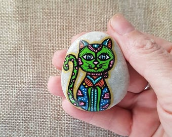 Green cat, Cat fridge decor, Cute cat magnet, cat magnet, refrigerator magnet, fridge magnet, stone magnet, rock magnet, painted rocks