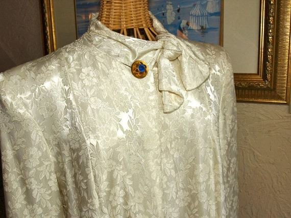 Vintage 1940s White Rayon Jacquard Swing Coat with