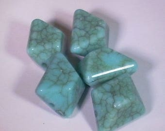 5 bead turquoise marbled resin faceted 15mm